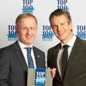 Ausgezeichnet in den letzten Jahren als einer der Top-100 Optiker. Hier Hans-Hermann Wolff bei der Entgegennahme der Auszeichnung mit Markus Lanz.