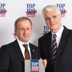 Ausgezeichnet in den letzten Jahren als einer der Top-100 Optiker. Hier Hans-Hermann Wolff bei der Entgegennahme der Auszeichnung mit Sky du Mont.